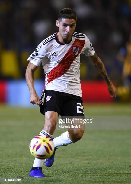 Rafael Santos Borre of River Plate drives the ball during a match between Rosario Central and River Plate as part of Superliga 2018/19 at Estadio...