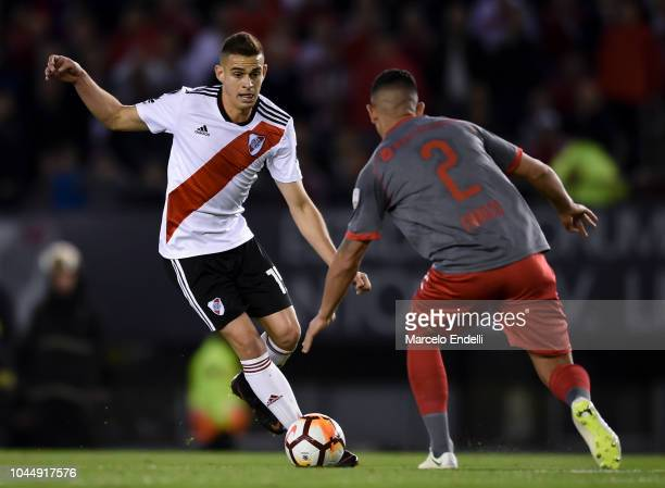 Rafael Santos Borre of River Plate fights for the ball with Alan Franco of Independiente during a quarter final second leg match of Copa CONMEBOL...