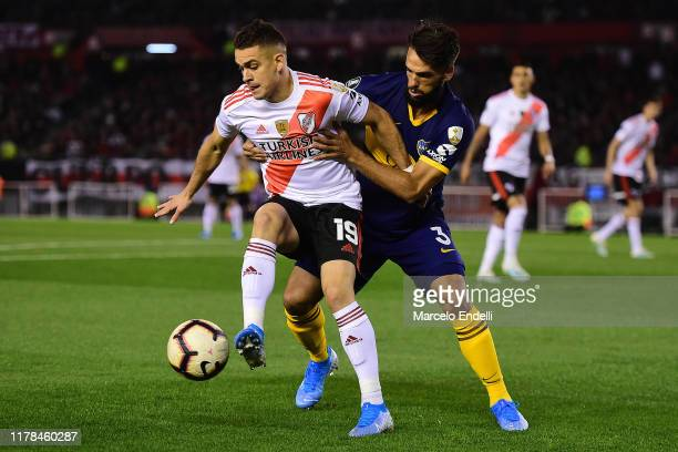 Rafael Santos Borre of River Plate fights for the ball with Emmanuel Mas of Boca Juniors during the semi final first leg match between River Plate...