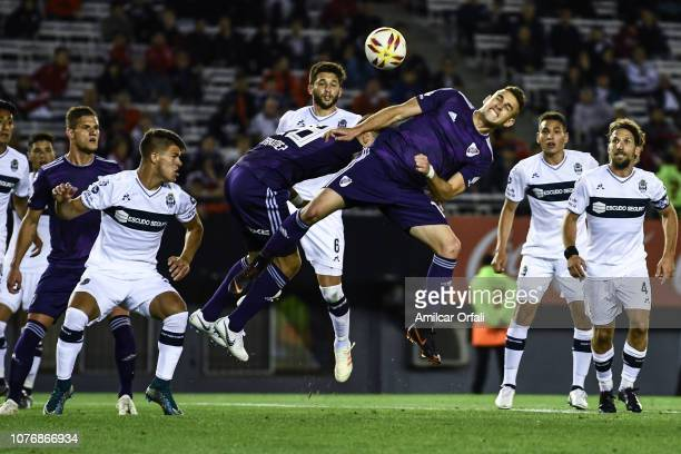 Rafael Santos Borre of River Plate heads the ball during a match between River Plate and Gimnasia y Esgrima La Plata as part of Superliga 2018/19 at...