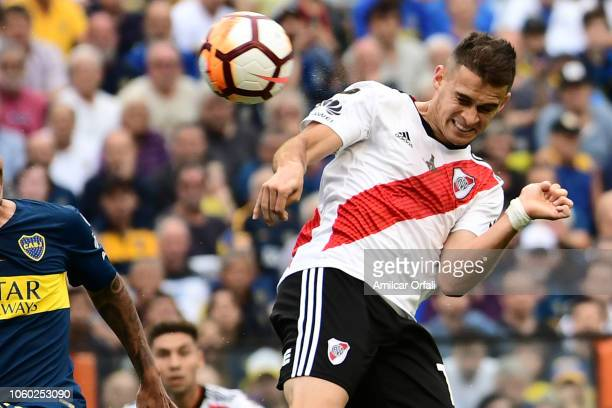 Rafael Santos Borre of River Plate heads the ball during the first leg match between Boca Juniors and River Plate as part of the Finals of Copa...