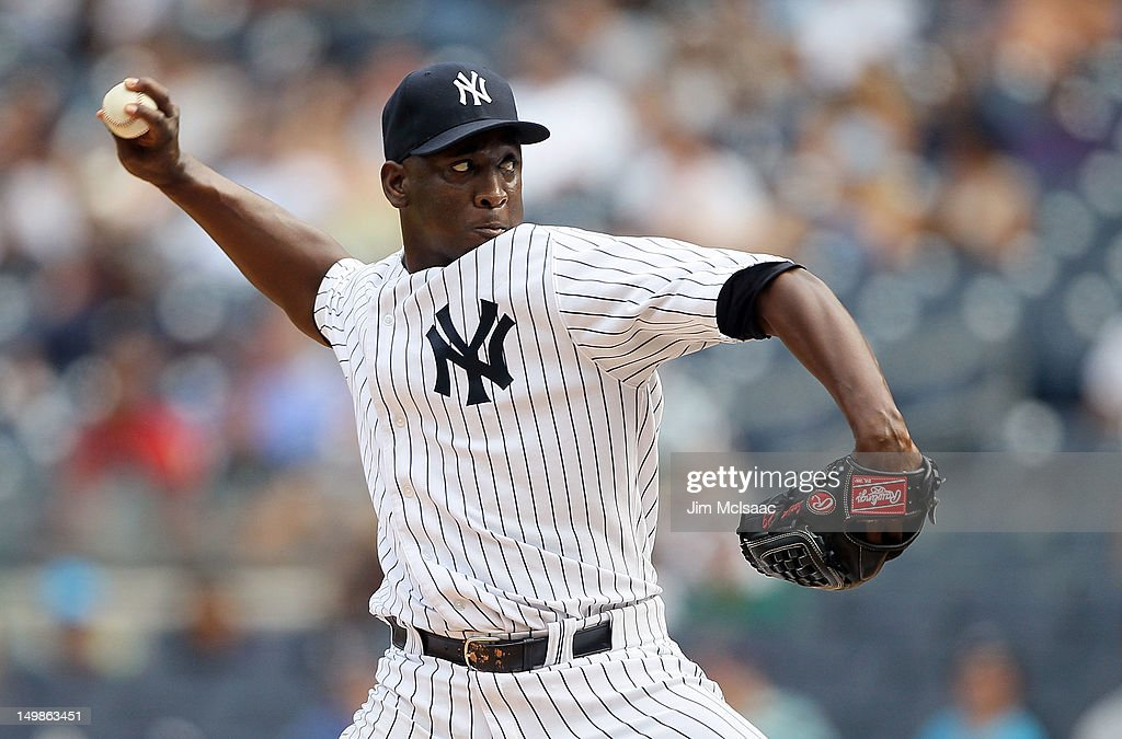 Rafael Soriano #29 of the New York Yankees pitches in the ninth inning against the Seattle Mariners at Yankee Stadium on August 5, 2012 in the Bronx borough of New York City.