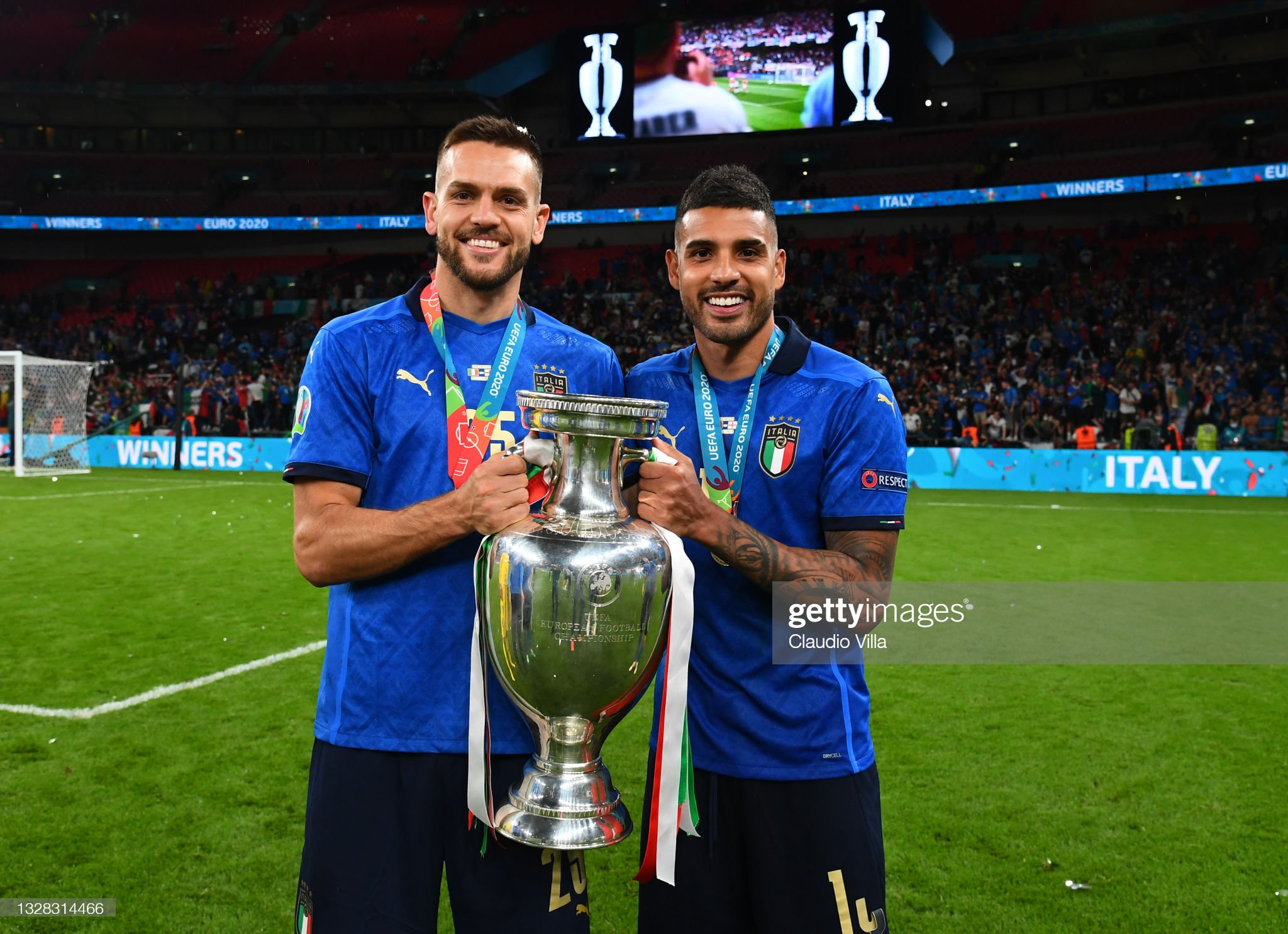 ¿Cuánto mide Emerson Palmieri? - Real height Rafael-toloi-and-emerson-palmieri-of-italy-celebrate-with-the-henri-picture-id1328314466?s=2048x2048