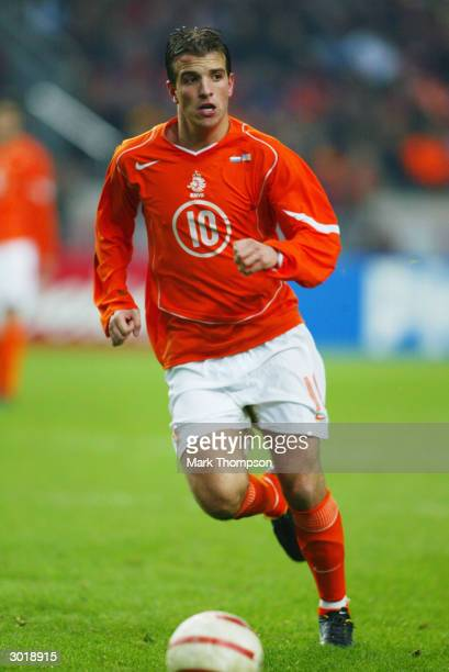 Rafael van der Vaart of Holland runs with the ball during the International Friendly match between Holland and the USA held on February 18, 2004 at...