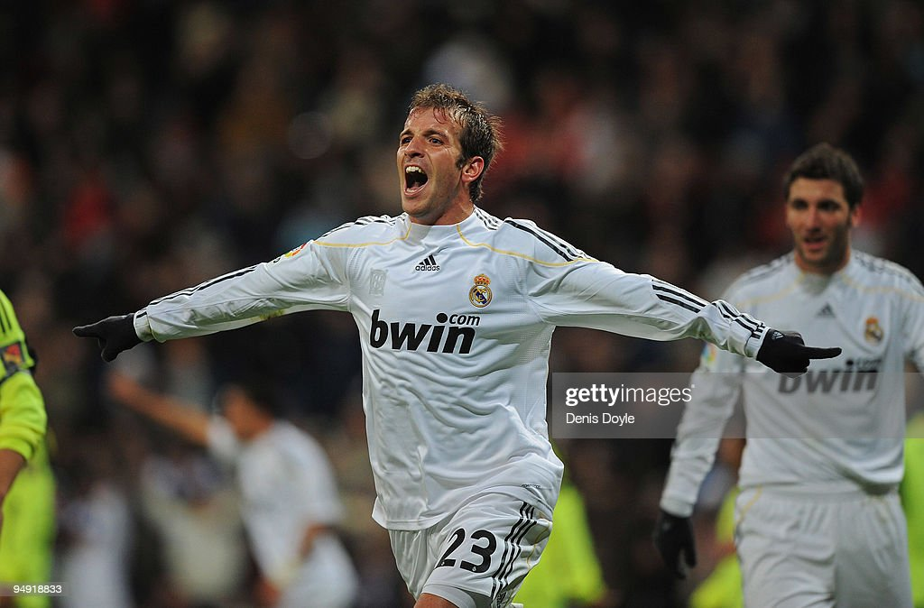 Rafael Van Der Vaart of Real Madrid celebrates after scoring Real first goal during the La Liga match between Real Madrid and Real Zaragoza at the Santiago Bernabeu stadium on December 19, 2009 in Madrid, Spain.