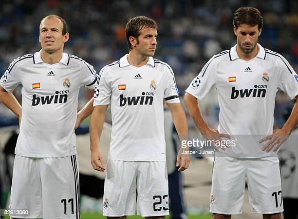 Rafael van der Vaart of Real Madrid stands flanked by his teammates and fellow countrymen Arjen Robben and Ruud van Nistelrooy prior to the start of...