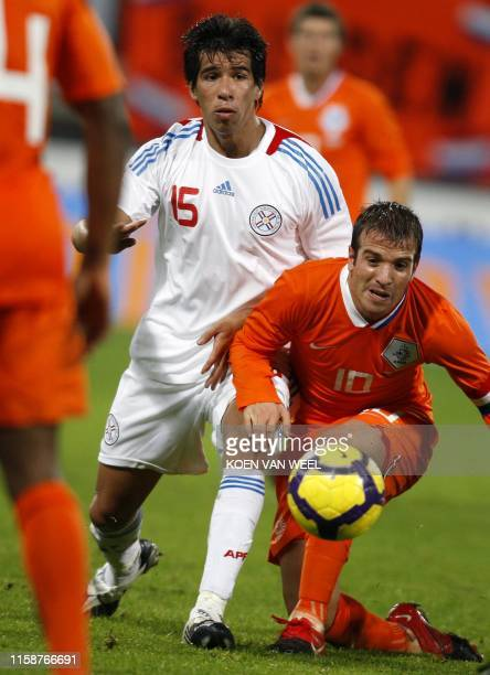 Rafael van der Vaart of The Netherlands and Victor Caceres Centurion of Paraguay fight for the ball during their friendly football match in...
