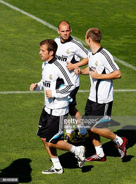 Rafael Van der Vaart Wesley Sneijder and Arjen Robben of Real Madrid run during a training session on March 17 2009 in Madrid Spain