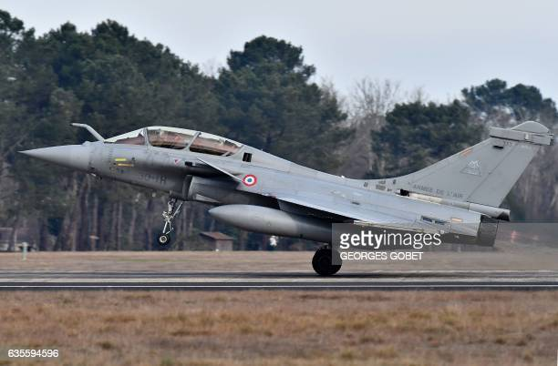 A Rafale fighter jets take off for a military exercise at the MontdeMarsan airbase southwestern France on February 10 2017 / AFP / GEORGES GOBET