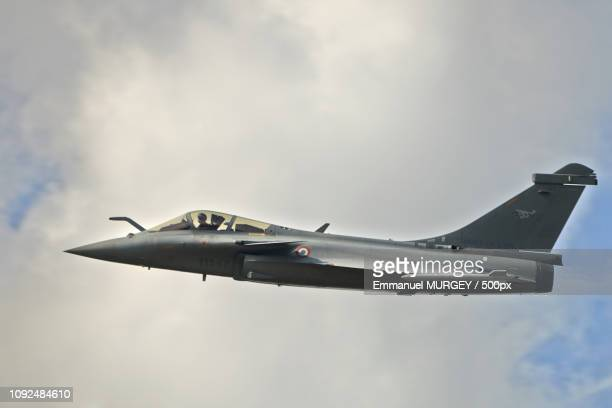 rafale profil - profil stock photos and pictures