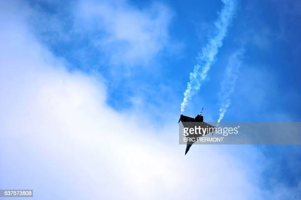 Rafale's pilot practices his flight presentation routine on June 11, 2009 prior the opening of the week-long 48th international Paris Air Show at Le...