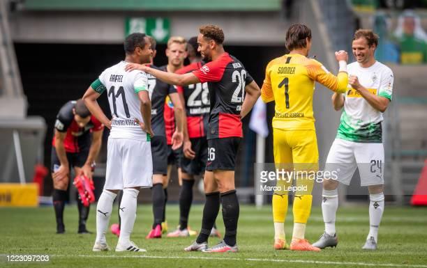 Raffael of Borussia Moenchengladbach Matheus Cunha of Hertha BSC Yann Sommer and Tony Jantschke of Borussia Moenchengladbach after the Bundesliga...