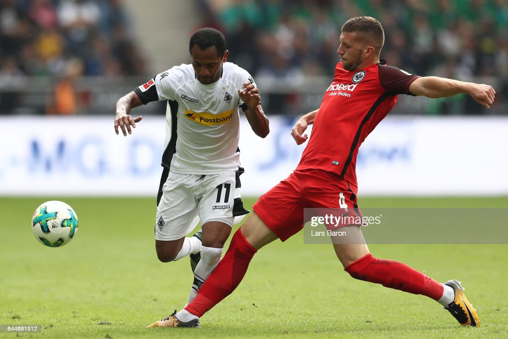 Raffael of Moenchengladbach (l) fights for the ball with Ante Rebic of Frankfurt during the Bundesliga match between Borussia Moenchengladbach and Eintracht Frankfurt at Borussia-Park on September 9, 2017 in Moenchengladbach, Germany.