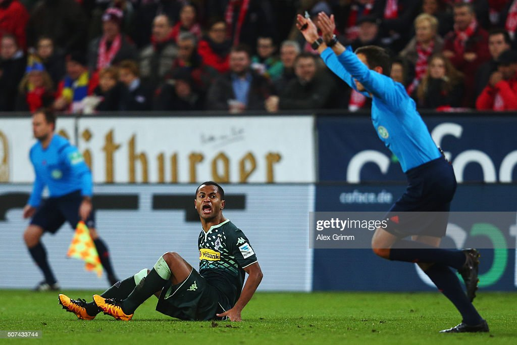 Raffael of Moenchengladbach reacts during the Bundesliga match between 1. FSV Mainz 05 and Borussia Moenchengladbach at Coface Arena on January 29, 2016 in Mainz, Germany.