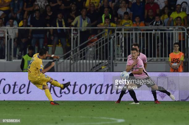 Raffaele Maiello of Frosinone scores the opening goal during the serie B playoff match final between Frosinone Calcio v US Citta di Palermo at Stadio...