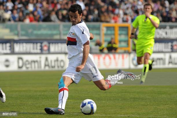 Raffaele Palladino of Genoa in action during the Serie A match between Reggina and Genoa at the Stadio Granillo on April 05 2009 in Reggio Calabria...