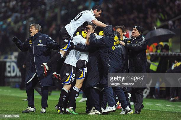 Raffaele Palladino of Parma FC celebrates with his team-mates after scoring the opening goal during the Serie A match between Parma FC and SSC Napoli...