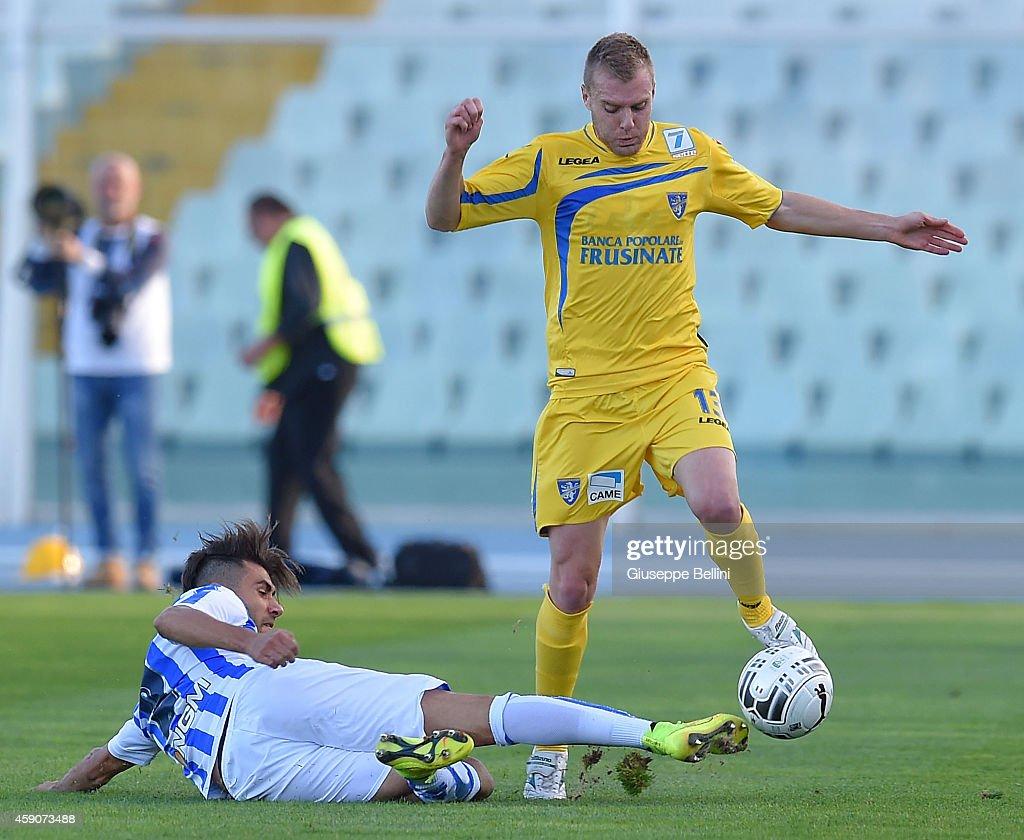 Raffaele Pucino of Pescara and Matteo Ciofani of Frosinone ...
