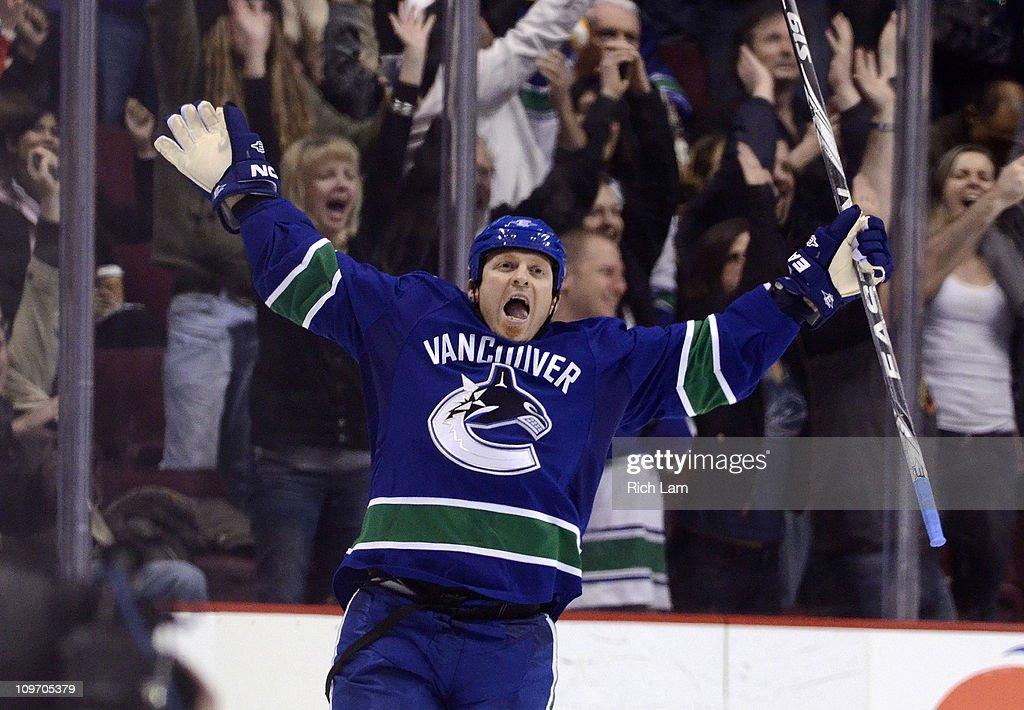 Columbus Blue Jackets v Vancouver Canucks : News Photo