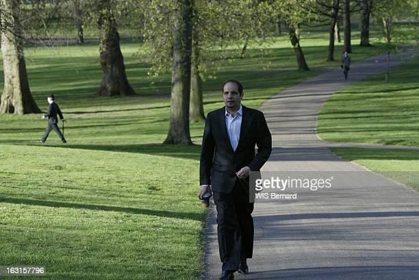Rafik Khalifa In London Rafik KHALIFA ruiné et objet de plusieurs mandats d'arrêt pour 'transfert illicite de fonds à l'étranger' a trouvé refuge en...