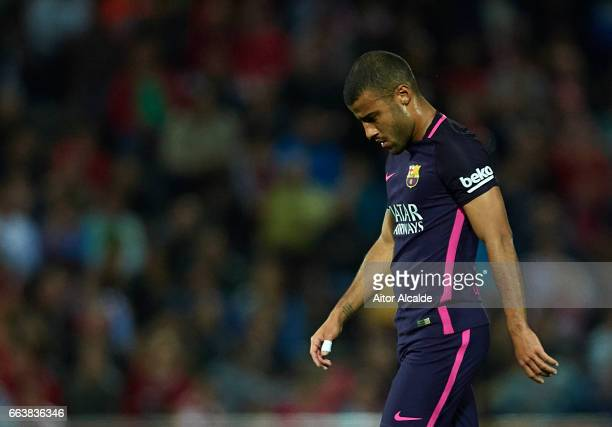 Rafinha Alcantara of FC Barcelona leaves the field injured during the La Liga match between Granada CF v FC Barcelona at Estadio Nuevo Los Carmenes...