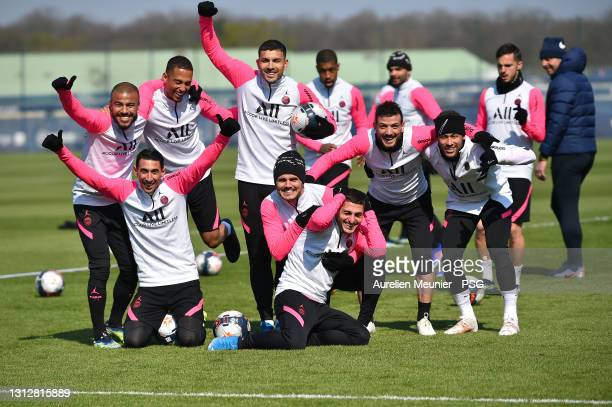 Rafinha, Angel Di Maria, Thilo Kehrer, Leandro Paredes, Mauro Icardi, Marco Verratti, Alessandro Florenzi and Neymar Jr pose during a Paris...