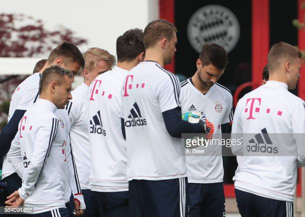 Rafinha goalkeeper Sven Ulreich of FC Bayern Muenchen and his teammates stand together during a training session at the club's Saebener Strasse...