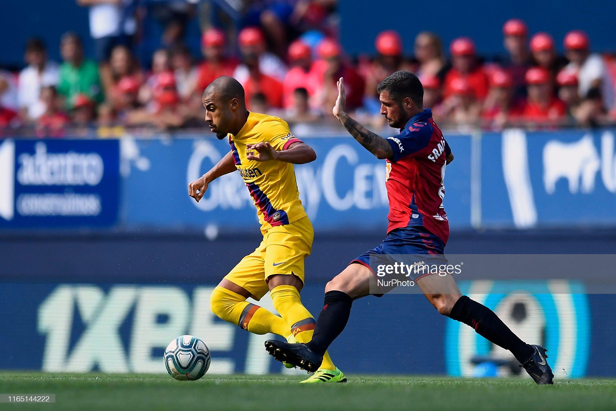صور مباراة : أوساسونا - برشلونة 2-2 ( 31-08-2019 )  Rafinha-of-barcelona-and-fran-merida-of-osasuna-competes-for-the-ball-picture-id1165144222?s=2048x2048