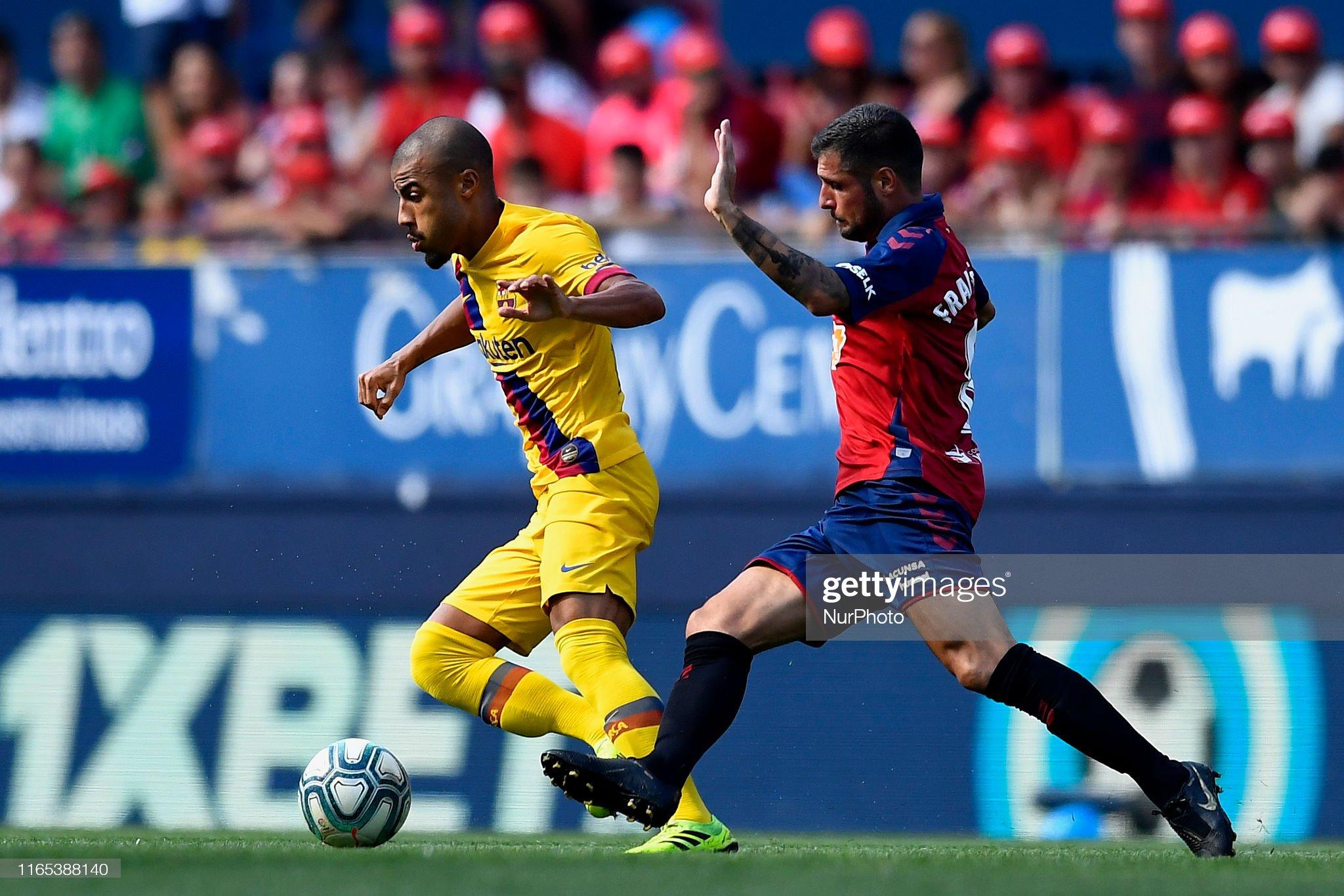 صور مباراة : أوساسونا - برشلونة 2-2 ( 31-08-2019 )  Rafinha-of-barcelona-and-fran-merida-of-osasuna-competes-for-the-ball-picture-id1165388140?s=2048x2048