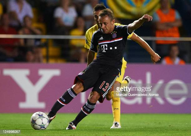 Rafinha of Bayern Muenchen scores his team's second goal during the UEFA Champions League group A match between Villarreal and Bayern Muenchen at El...