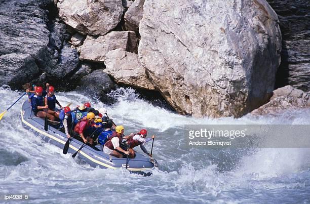 Raft going into Big Dipper rapid at Sun Kosi River, Bagmati, Nepal, Indian Sub-Continent