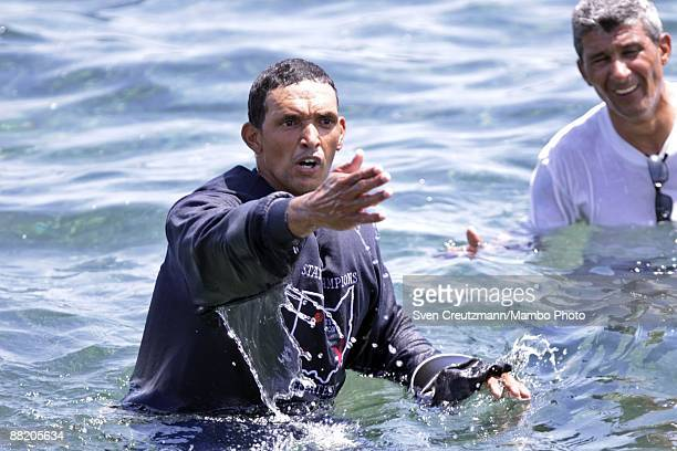 A rafter talks with Cuban security officers after seven men failed in an attempt to leave the island at the Malecon waterfront on June 4 2009 in...