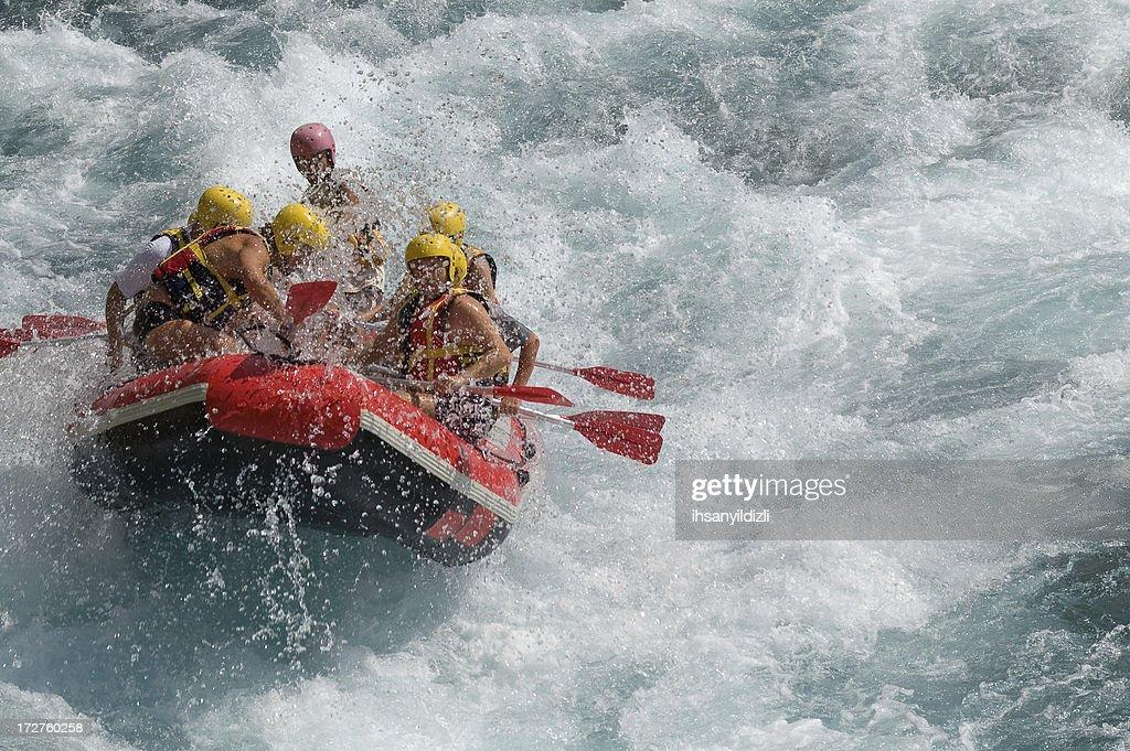 Canoagem em água branca : Foto de stock