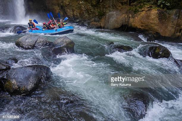 rafting pekalen river east java. - ラフティング ストックフォトと画像