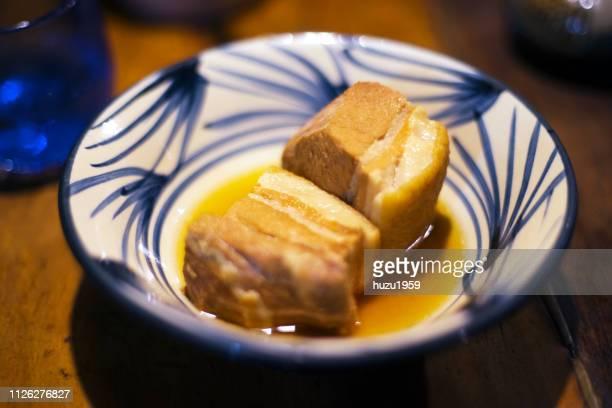 rafute (okinawan braised pork belly) on okinawa pottery - nimono bildbanksfoton och bilder
