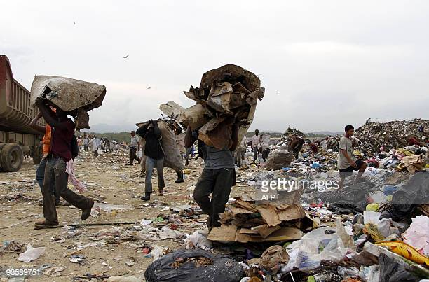 Rag pickers collect recyclable items at the Duquesa dump in Santo Domingo on April 21 2010 It is estimated that some 1500 scavengers 90 percent of...