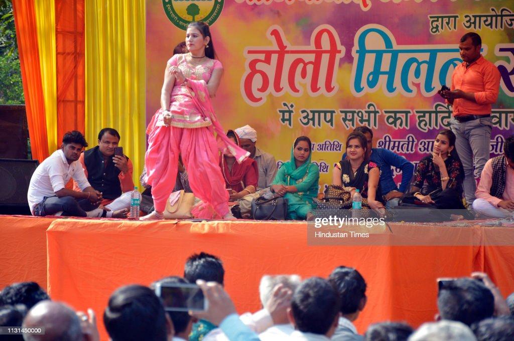 IND: Ragini Dancers Perform During A Holi Milan Program