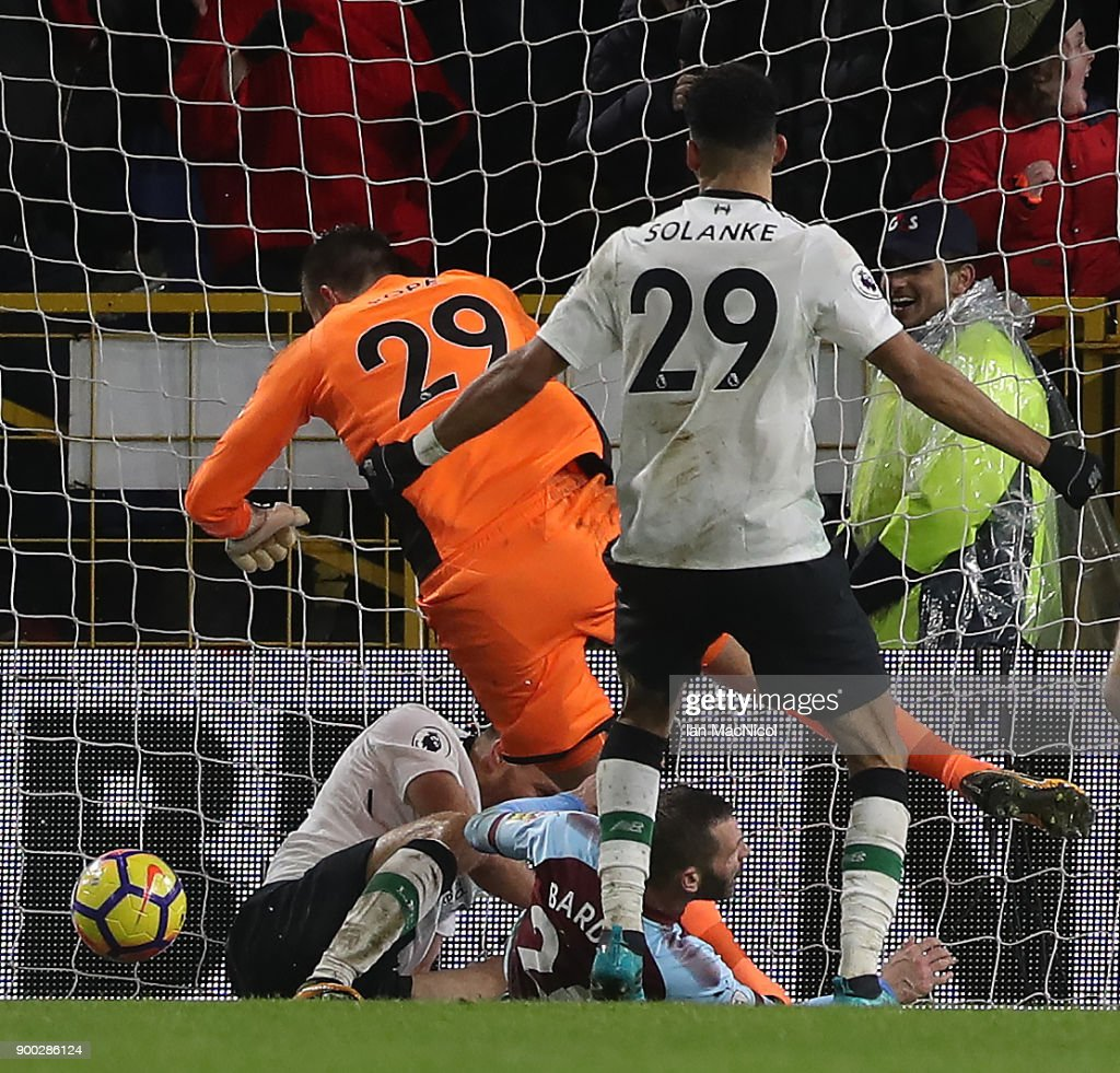 Ragnar Klavan of Liverpool scores the winning goal during the Premier League match between Burnley and Liverpool at Turf Moor on January 1, 2018 in Burnley, England.