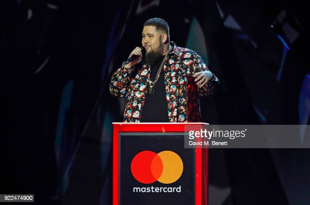 AWARDS 2018 *** Rag'n'Bone Man accepts the Best British Single award for Human at The BRIT Awards 2018 held at The O2 Arena on February 21 2018 in...