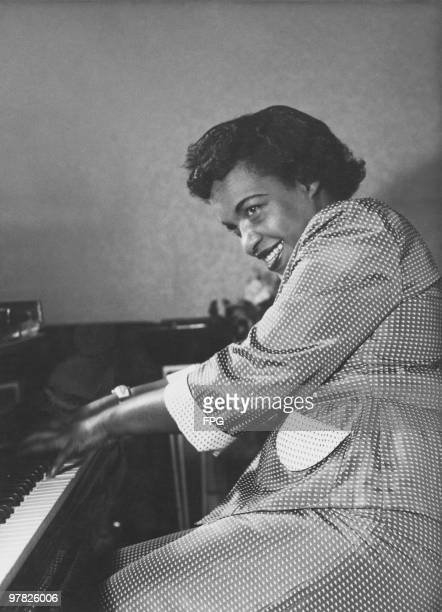 Ragtime pianist Winifred Atwell in concert in London 1954