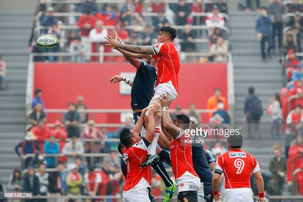 Rahboni WarrenVosayaco of the Sunwolves competes for the ball during the Super Rugby Rd 7 match between Sunwolves v Bulls at Prince Chichibu Memorial...