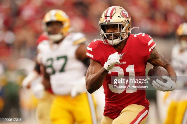 Raheem Mostert of the San Francisco 49ers runs for a touchdown in the first quarter against the Green Bay Packers during the NFC Championship game at...