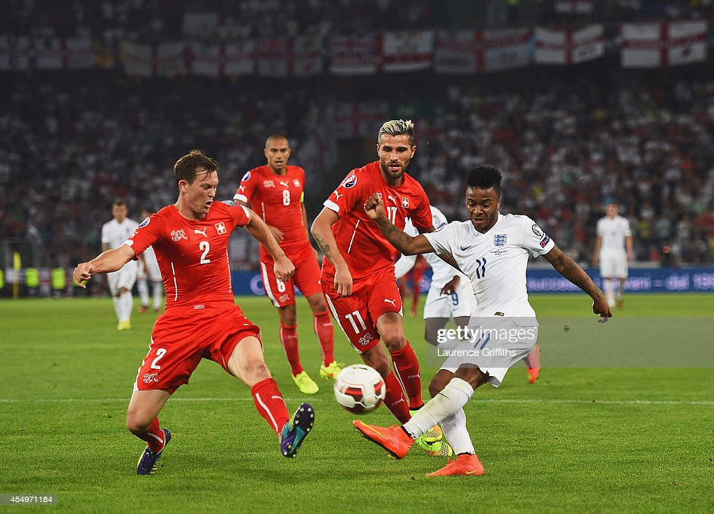 Switzerland v England - UEFA EURO 2016 Qualifier : Fotografía de noticias