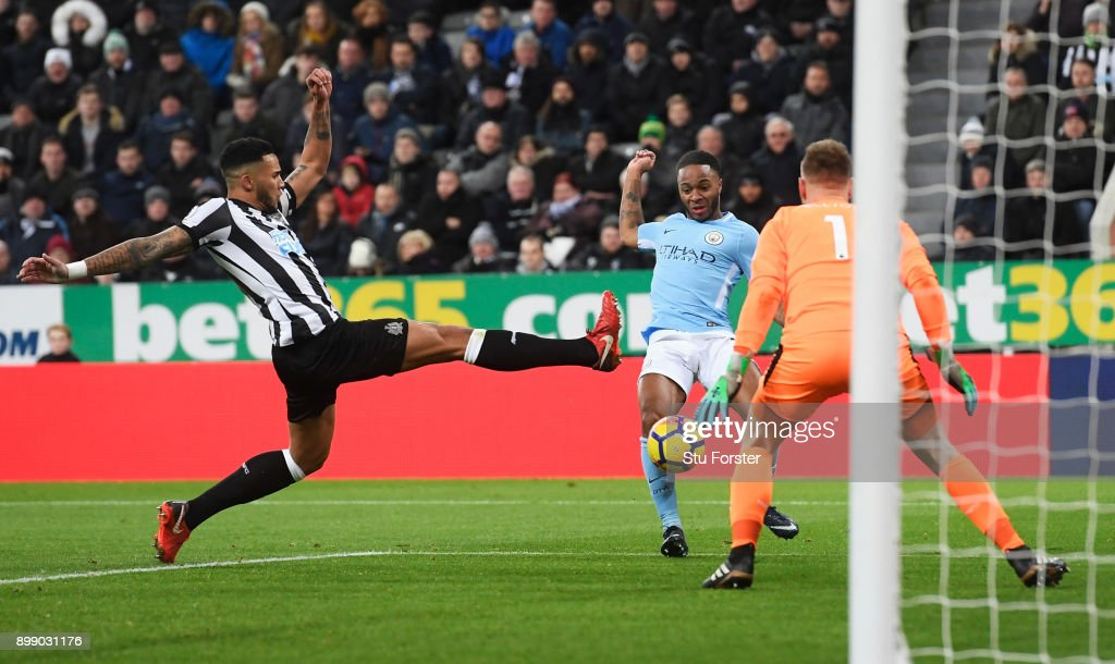 Raheem Sterling of Manchester City scores the opening goal during the Premier League match between Newcastle United and Manchester City at St. James' Park on December 27, 2017 in Newcastle upon Tyne, England.