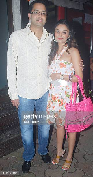 Rahul Mahajan with wife Dimpy Mahajan at Kushal Punjabi's birthday bash at Andheri Mumbai on April 25 2011