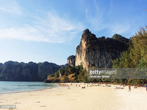 railay beach, krabi, thailand - railay strand stock-fotos und bilder