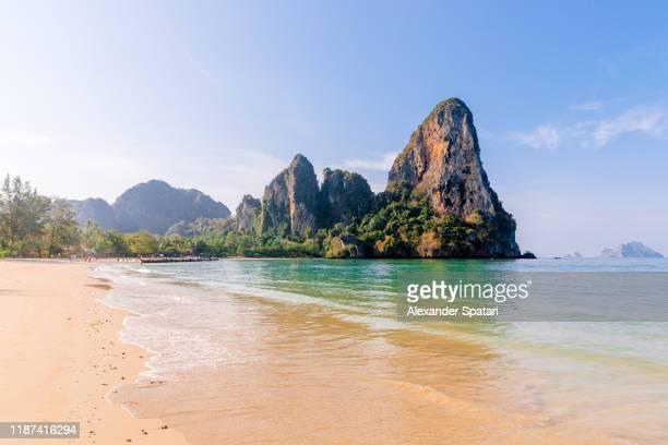 railay beach on a sunny day with clear blue sky, krabi, thailand - seascape stock-fotos und bilder