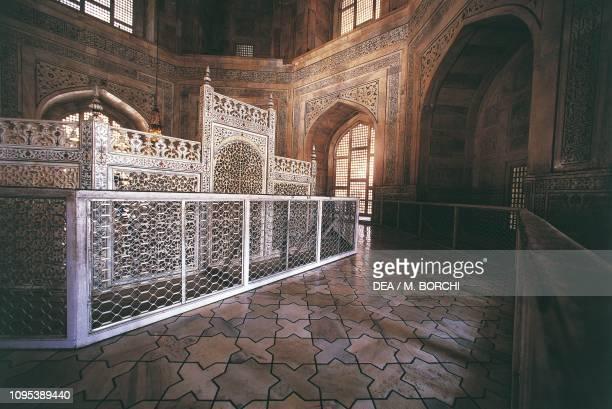 Railing around the cenotaphs of Shah Jahan and Mumtaz Mahal, interior of the Taj Mahal mausoleum , 1632-1654, Agra, Uttar Pradesh, India, 17th...