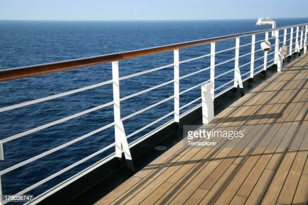 Geländer auf Kreuzfahrtschiff
