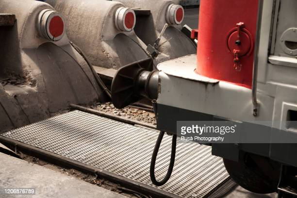railroad buffer stop in railway station - france strike stock pictures, royalty-free photos & images